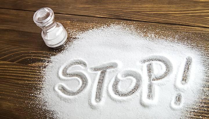 Чрезмерное количество соли в вашем рационе приводит к сухости кожи