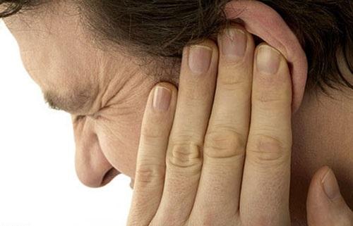 Ощущение дискомфорта в полости уха
