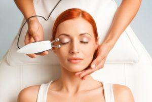 Процедуры для лица, которые можно и нельзя делать летом в косметологии
