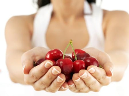 Польза вишни для лица от прыщей