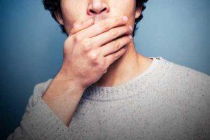 Прыщи на губах и подбородке