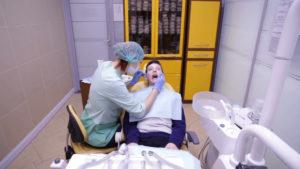 От чего трескаются губы: причины и профилактика