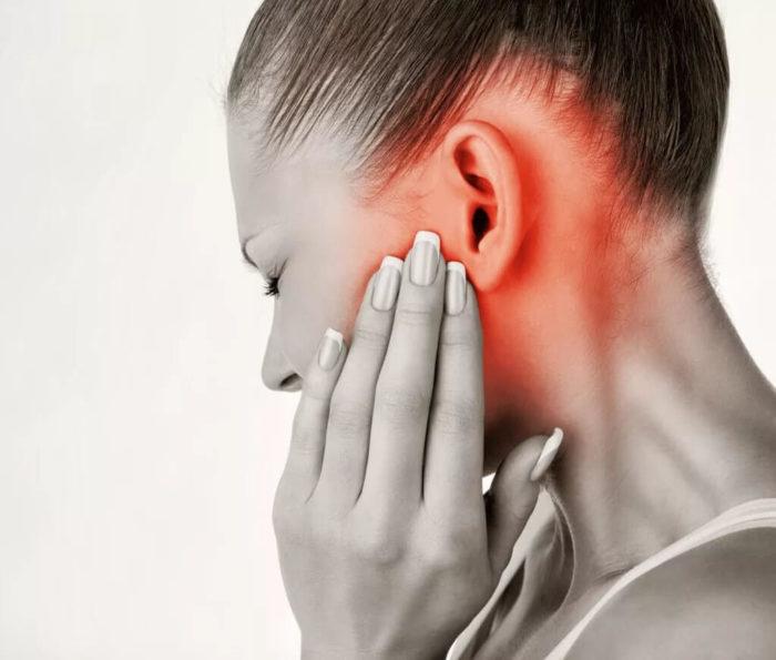 Когда жую болит челюсть возле уха