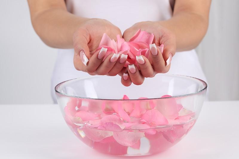отвары и настойки из роз для лица