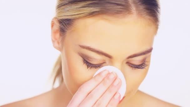 Проверенные и простые средства в уходе за кожей лица