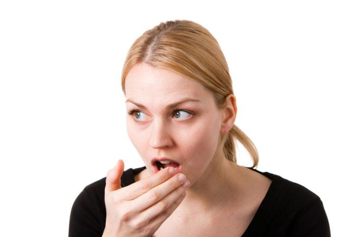Почему после удаления зуба мудрости болит горло
