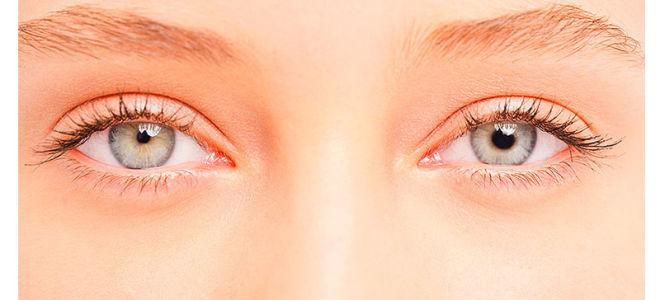 Один зрачок (один глаз) больше другого