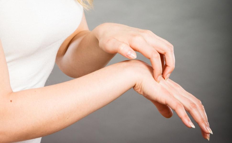 5 лучших способов безопасно обезболить кожу и снять с нее воспаление