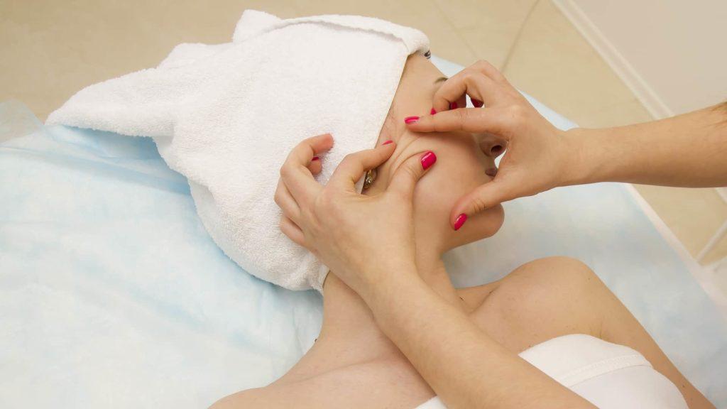 Как правильно делать щипковый массаж с пользой для кожи