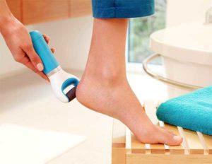 Дешевые средства гарантированно помогут размягчить огрубевшую кожу