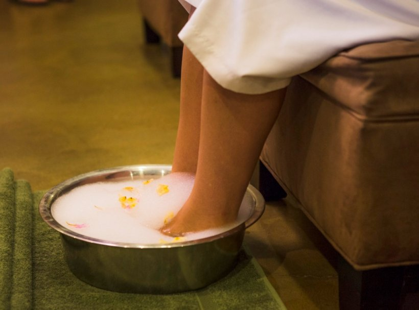 Как правильно ухаживать за кожей ног летом