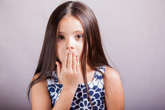 Почему может пахнуть йодом изо рта?