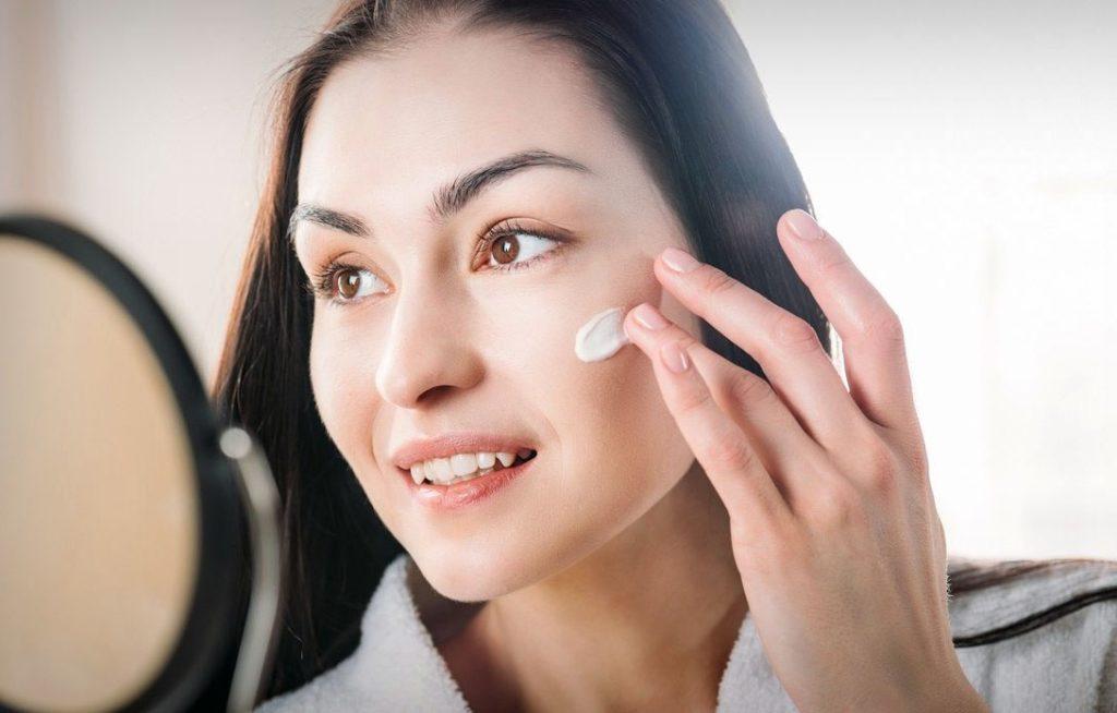 5 основных советов, как сохранить свежесть кожи во время перелета в самолете