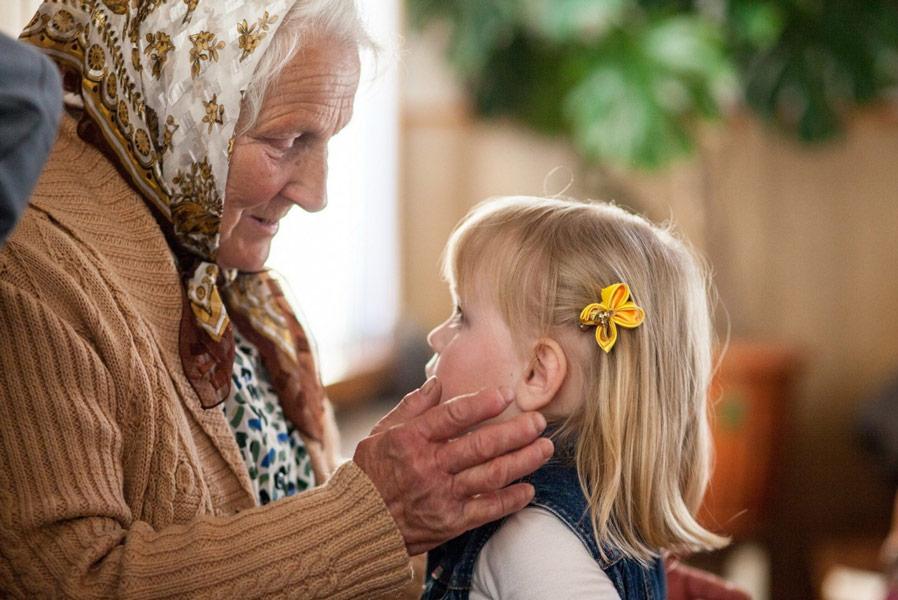 бабушка с внучкой, ребенком
