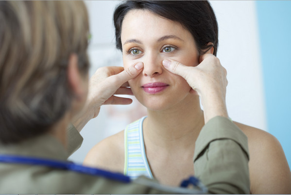 Консультация у врача по поводу воспаления пазух носа