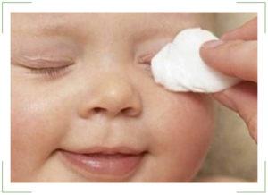 Слезится глаз у новорожденного