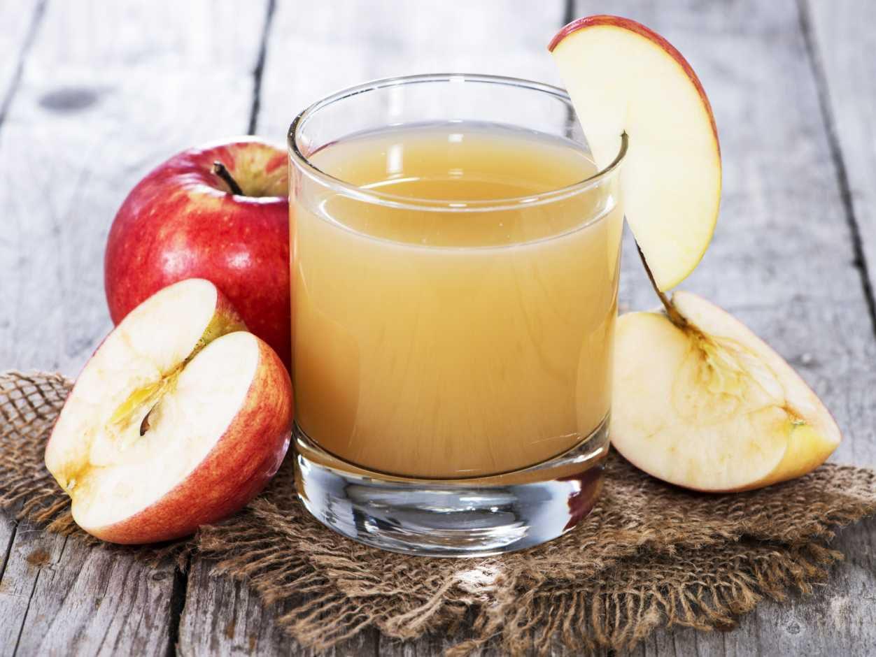яблочный сок свежевыжатый