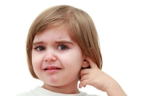 У ребенка болит ухо возможно это - экссудативный отит
