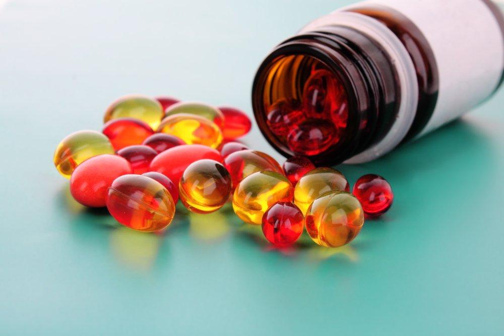 Какие дешевые витаминные комплексы из аптеки помогут поддерживать здоровье кожи
