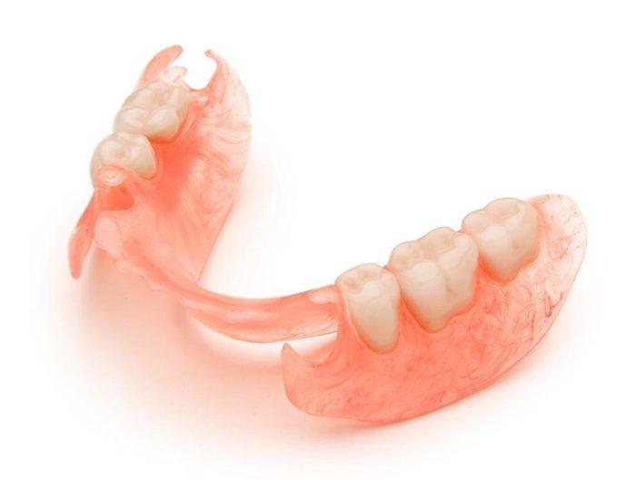 Как называется врач, который вставляет зубы