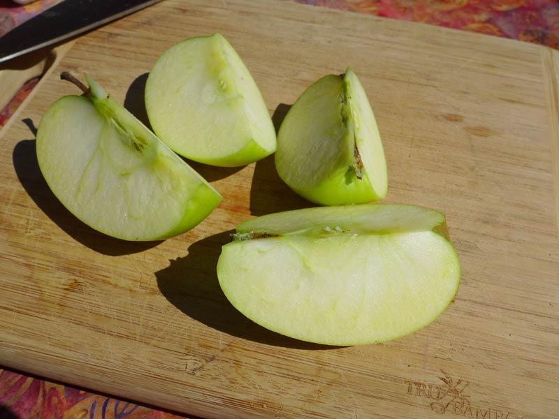 дольки яблока