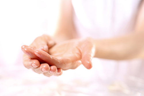 Как уберечь кожу от бытовой химии и сохранить её здоровье