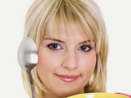 Как снять утреннюю отёчность с лица: домашняя терапия на скорую руку