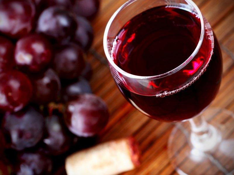Красное вино для кожи