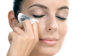 Ошибки во время снятия макияжа, которые вредят коже